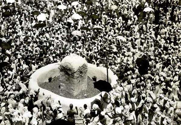 رمي الجمرات عام 1942.