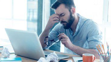 كم من الوقت يمكن للبشر البقاء مستيقظين آثار الحرمان من النوم على الصعيد النفسي التأثير على العمليات العقلية كم ساعة يجب علينا النوم في الليل