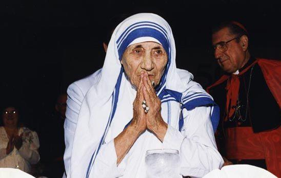 14 حقيقة قد لا تعرفها الأم تريزا الراهبة التي ولدت في إسكوبية راهبة رومانية مبشرة مسيحية مبشرة مسيحية دارت حول العالم مساعدة المساكين