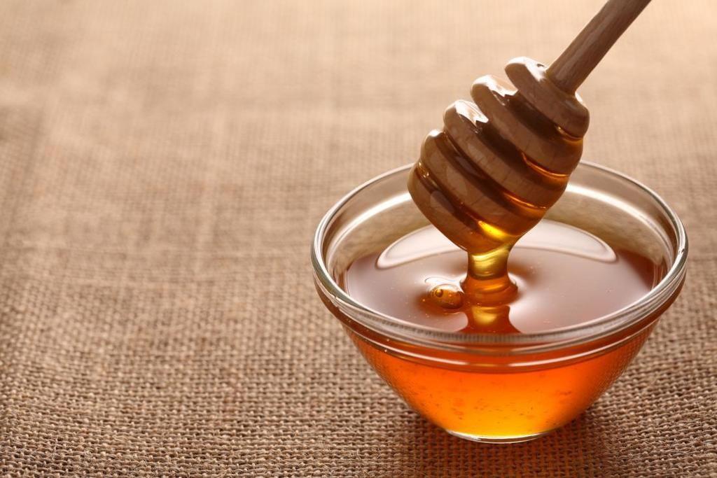 استخدامات العسل التي لم تكن تعرفها من قبل مجموعة من الاتخدامات غير الشائعة للعسل التي لم تسمع بها من قبل علاج الجروح الحروق السكر