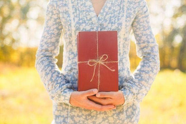 11 حقيقة مثيرة للاهتمام عن الكتب الشهيرة مجموعة من المعلومات الغريبو حول كتبك المفضلة نراهن أنك لم تسمع بها من قبل عشاق الكتاب قصص خفية كبيرة