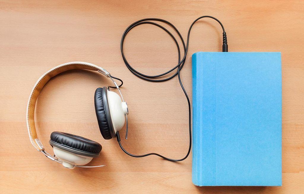 سواء كنت تقرأ الكتاب أو تستمع إليه، فإن دماغك يعالج الكتب بنفس الطريقة الفرق بين الكتب المسموعة والكتب الورقية كيف يعالج الدماغ الأفكار